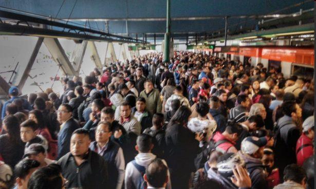 Metro de la CDMX presentó marcha lenta