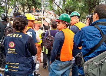 Hay siete personas vivas en edificio colapsado de Taxqueña