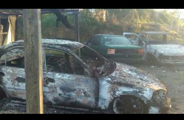 Un muerto, dos viviendas y tres autos quemados, en Sinaloa