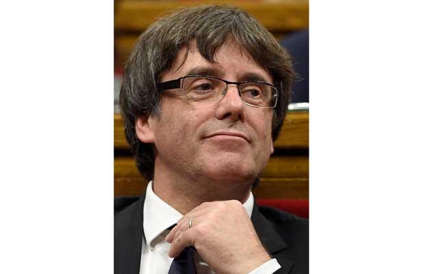 Puigdemont declara la independencia de Cataluña y la suspende para dialogar