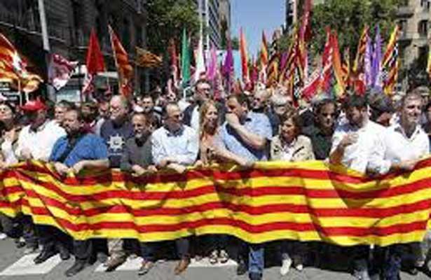 Todas esas leyes catalanas están suspendidas por el Tribunal Constitucional.