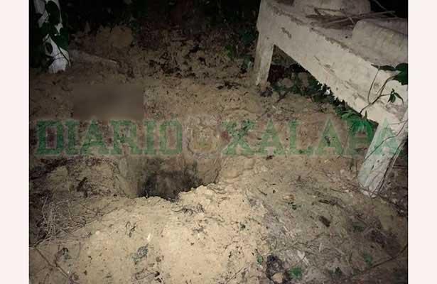 Hallan cuerpos desmembrados en fosa clandestina