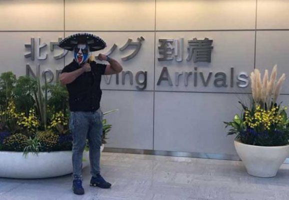 Arriban a Japón, luchadores mexicanos
