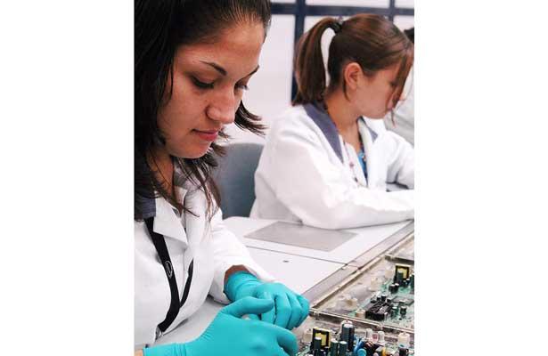 Más mujeres profesionistas en educación, salud y humanidades