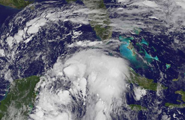 Huracán Nate aumenta intensidad en su camino hacia la costa de Luisiana