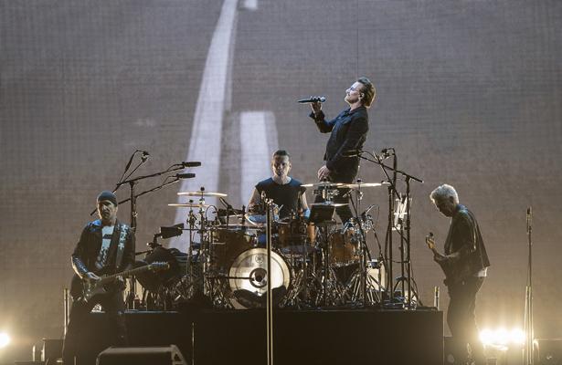 U2 conminó a los asistentes en el concierto en México