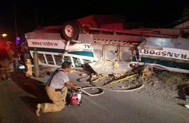 Fatal volcadura deja 7 muertos