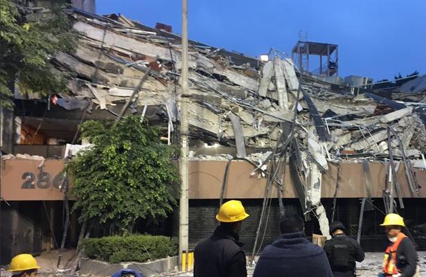 Continúan labores de rescate en Álvaro Obregón 286