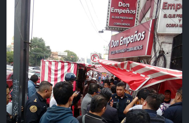 Repliegan a comerciantes ambulantes