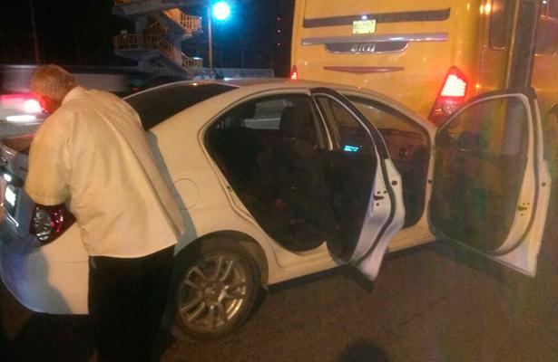 Mamá detuvo a ladrón que buscaba llevarse su auto con niños dentro