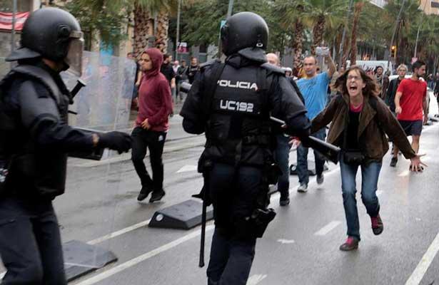 Enfrentamientos entre policías y ciudadanos en Cataluña