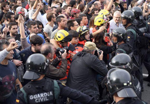 Averigua Justicia española desobediencia de policía catalana