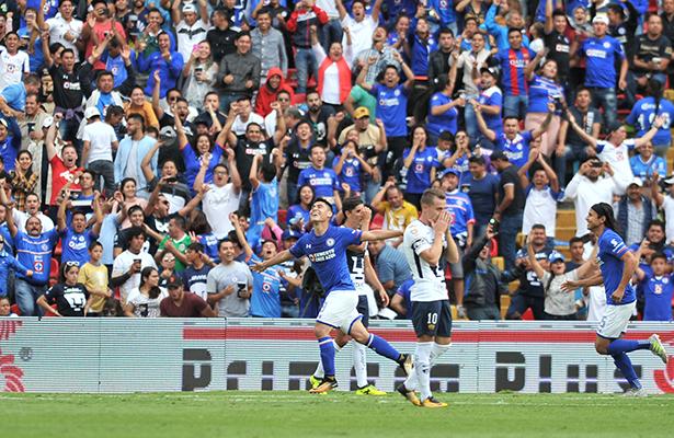 Cruz Azul golea 4-1 a Pumas de la UNAM