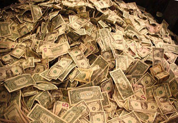 Arrestan a pareja con suma millonaria en efectivo