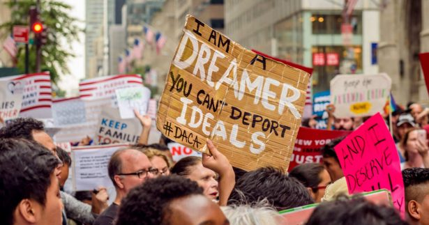 """Amenazan demócratas con paralizar agenda de Trump por """"dreamers"""""""