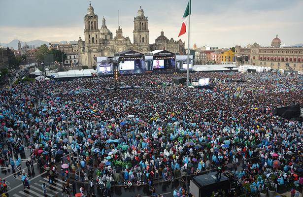 """Saldo blanco durante el evento """"Estamos Unidos Mexicanos"""""""