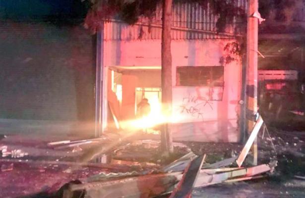 Explota camión en Azcapotzalco