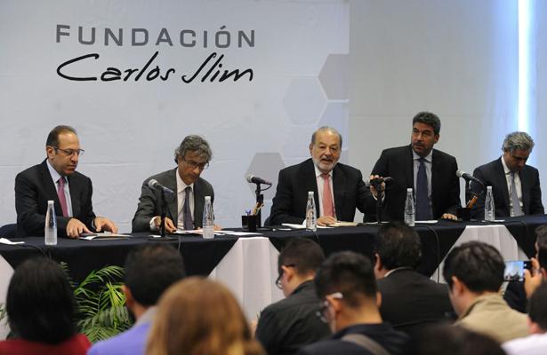 Slim donará dos mil 373 millones de pesos para reconstrucción