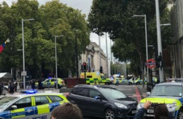 Un auto atropella a varios peatones en Londres