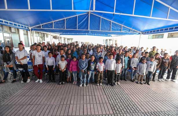 Apoya Naucalpan a hijos de migrantes repatriados