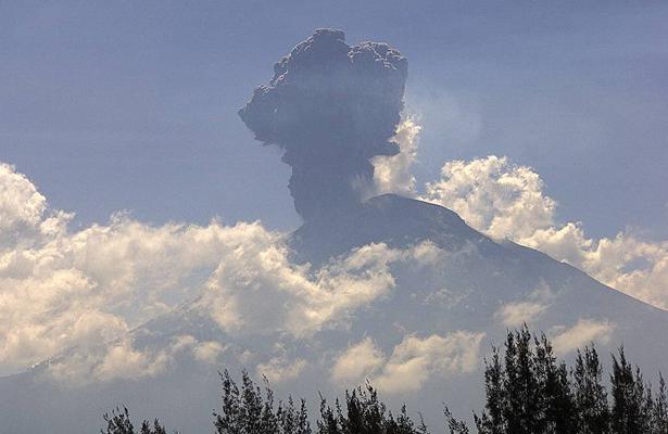 Explosión del Popocatépetl provocó una columna de tres kilómetros