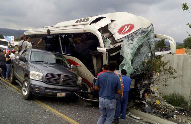 Doble accidente en carretera México-Cuernavaca