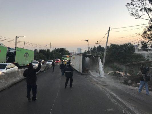 Vuelca tráiler en la México – Toluca