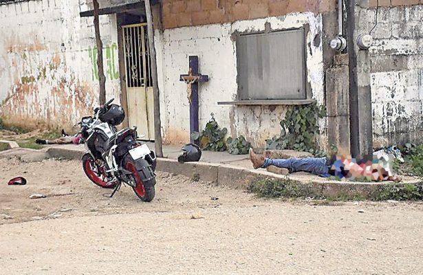 Asesinan a tres jóvenes en Acayucan