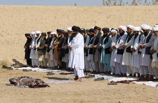 Mueren al menos 22 policías y 45 talibanes en ataques en el sur de Afganistán
