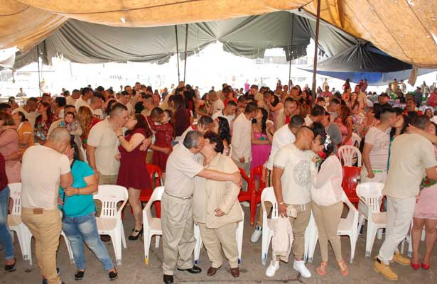 Concretan 66 matrimonios en reclusorio oriente