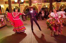 Celebran en Disneylandia fiesta mexicana