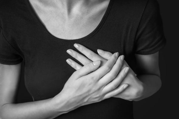 Mujeres también mueren por infarto al corazón: especialista