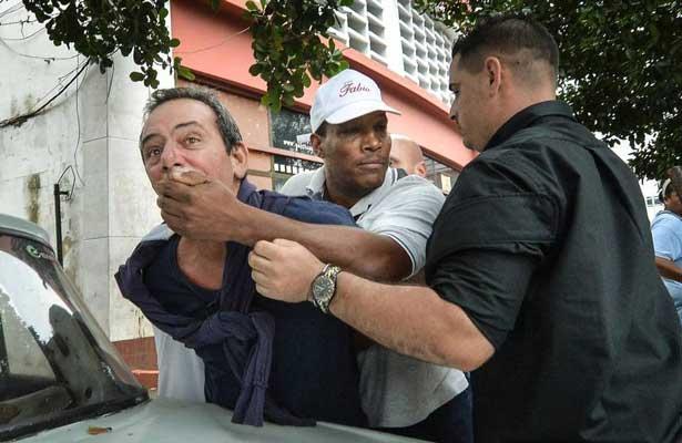Denuncian opositores 578 detenciones en octubre