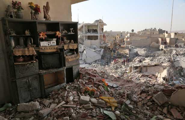 Suman 61 los muertos por bombardeos sobre mercado en norte de Siria