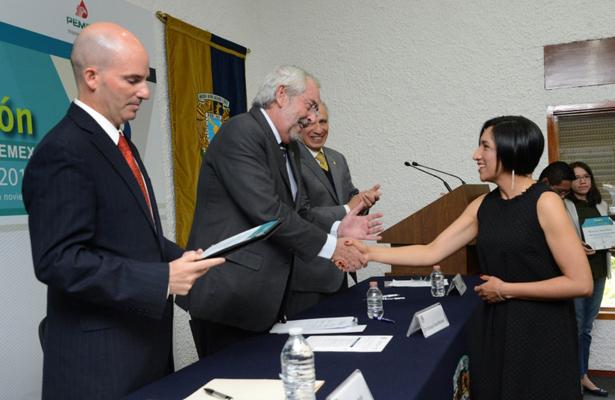 Entrega Graue premio a la innovación fundación UNAM-PEMEX