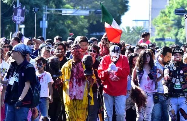 Zombies apoyan a damnificados con marcha en la CDMX