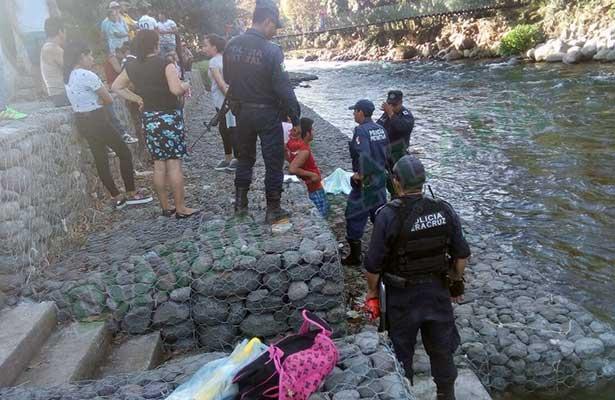 Madre mure ahogada al tratar de salvar a su hijo