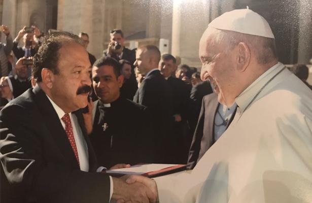 Armando Ahued visita al Papa en el Vaticano