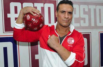 Derrotado, Alberto del Rio se retira del país