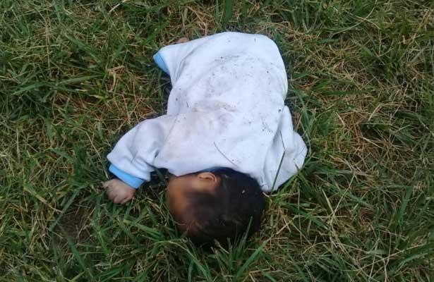 Pequeño angelito amanece muerto en campo de béisbol
