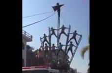 Bomberos sufren aparatosa caída en desfile del 20 de Noviembre