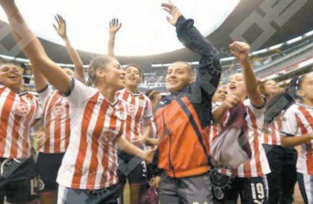 Chivas se lleva el clásico femenil y pasa a la final