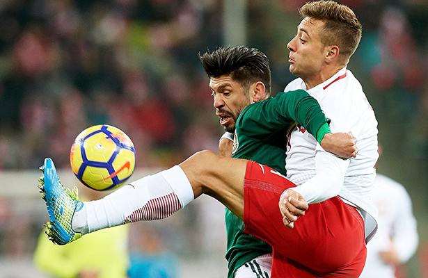 Con gol tempranero México derrotó a Polonia; 1-0