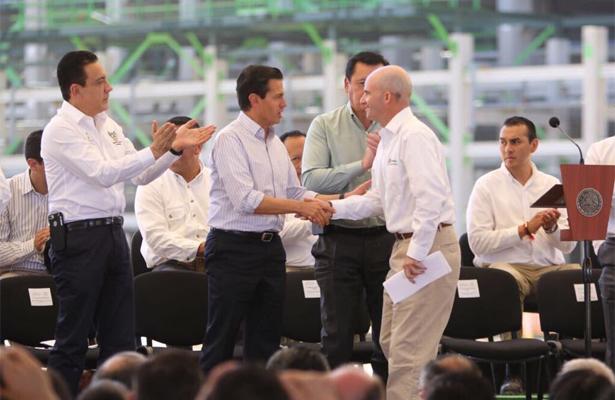 EPN anuncia el descubrimiento de un nuevo yacimiento de petróleo en Veracruz