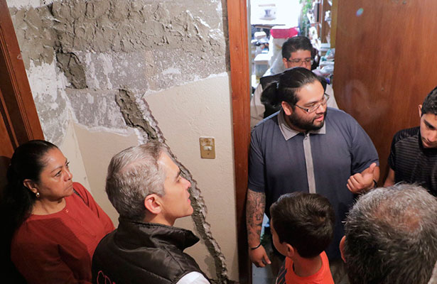Supervisa jefe de gobierno obras de reparación en inmueble amarillo en la colonia Narvarte