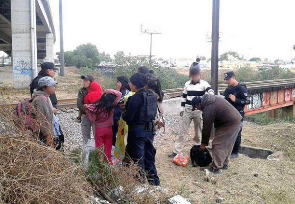 Migrantes deben pagar 1,500 dolares o cargar bultos con droga