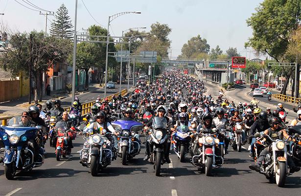 Motociclistas ruedan en la CDMX para donar  alimentos a quien más lo necesita