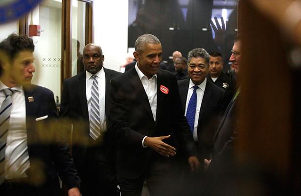 Obama cumple llamado para servir como jurado en corte de EEUU
