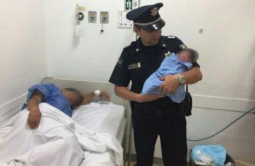 Policías auxilian a mujer en labor de parto, en Jalisco