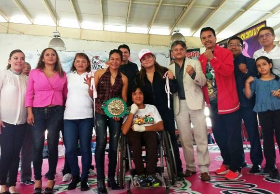 """Arranca torneo boxístico """"Puños Rosas"""" contra cáncer de mama"""